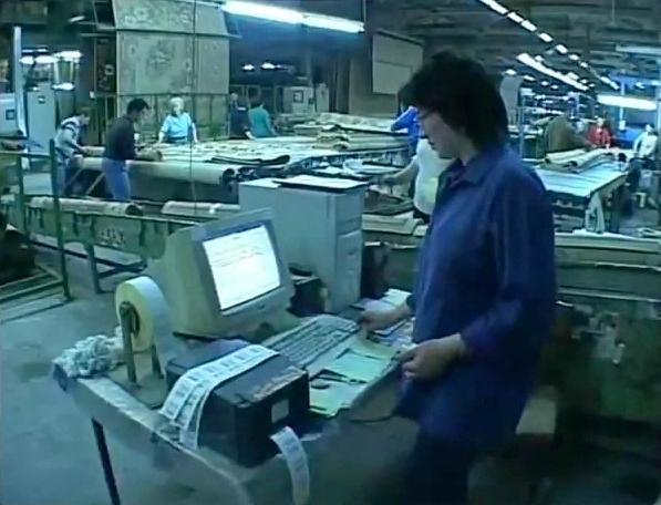 Внутри завода по производству молдавских шерстяных ковров