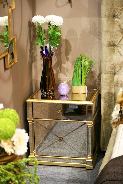 KFC893 Тумба прикроватная зеркальная с золотым бордюром купить в интернет магазине lamamia.ru