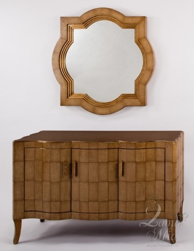 Зеркало и комод со стилизованным покрытием под кожу рептилий