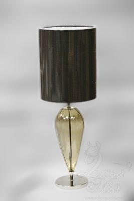 Настольная лампа с светло-коричневым стеклянным корпусом