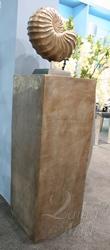 Бронзовый пьедестал арт. 17800 по низкой цене, участвующий в акции распродажи немецких предметов декора